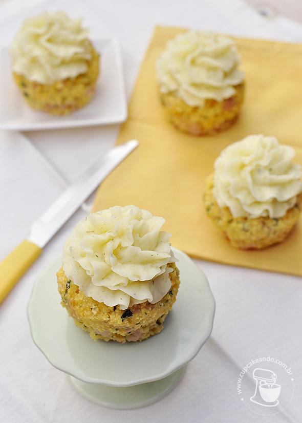 cupcakes_peito_peru_salgado