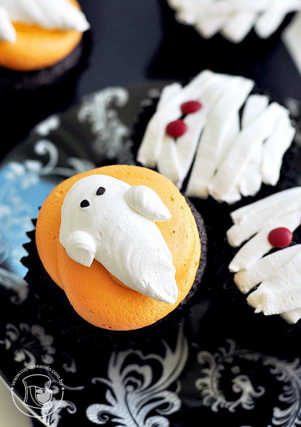 Cupcakes de Halloween de fantasminhas e múmias