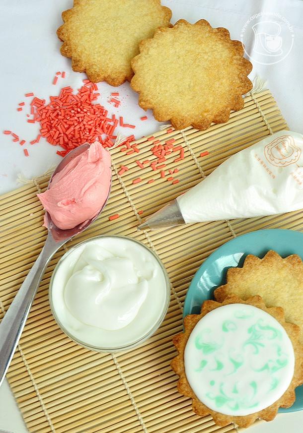 Glacê real pra decorar biscoitos.