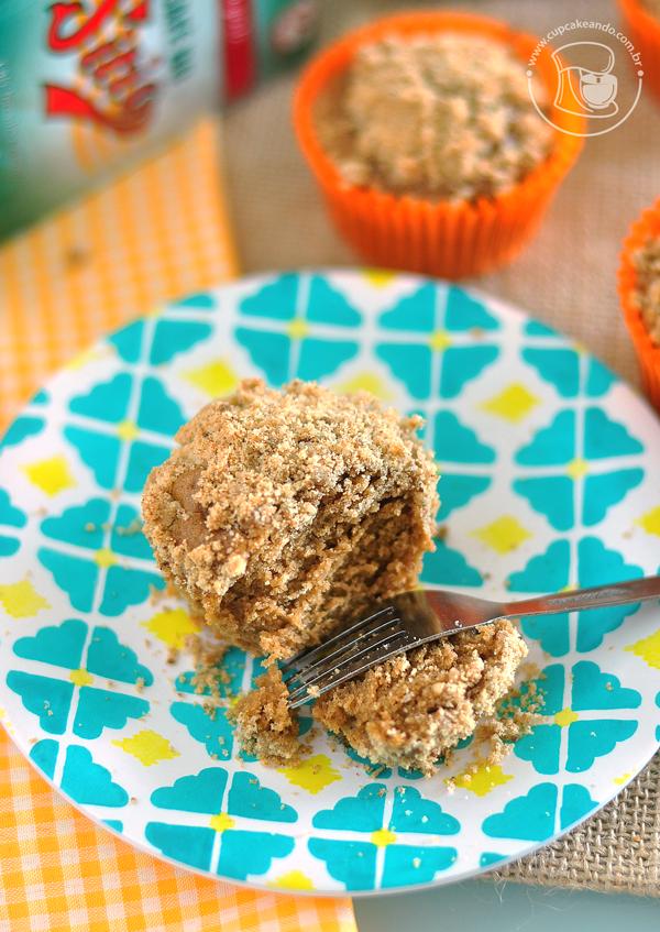 Muffins de café com crumble de açúcar mascavo e canela