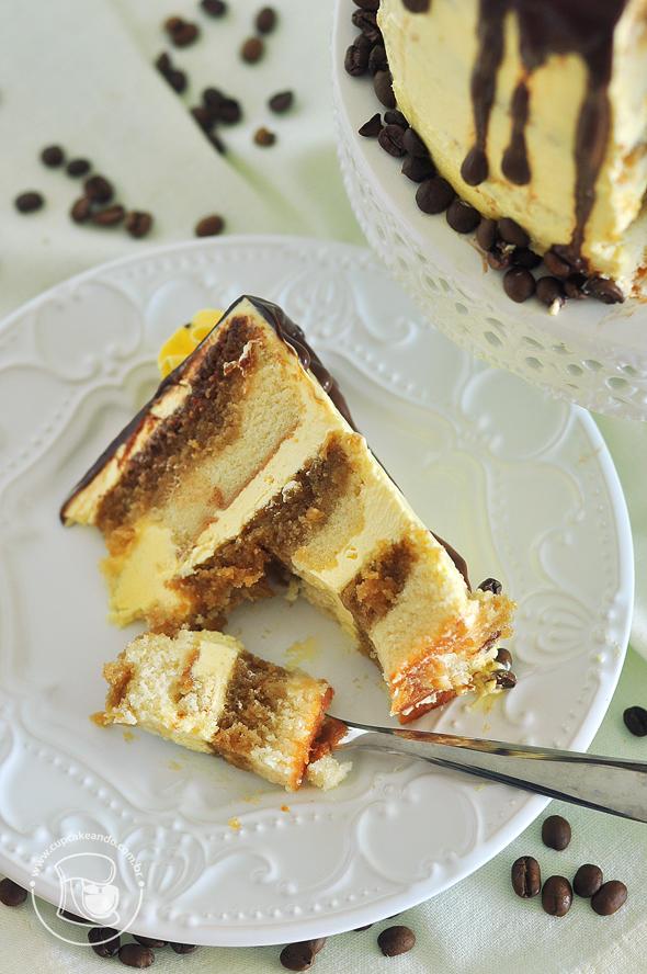 Drip cake com calda de café e buttercream