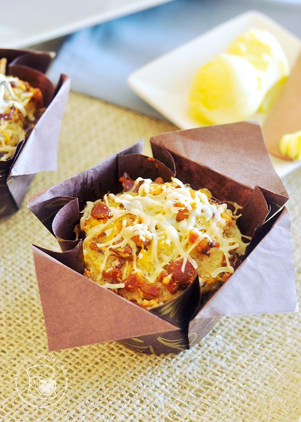 Muffins de parmesão, bacon e cebola