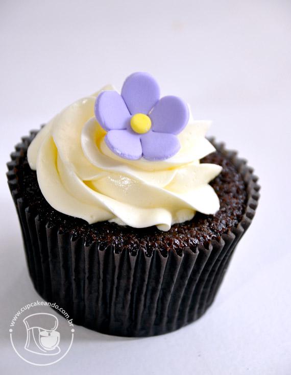 Cupcakes de chocolate simples, uma das receitas preferidas do blog.