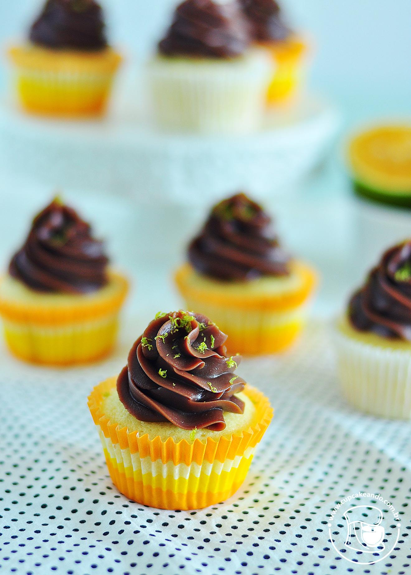 Cupcakes de laranja com cobertura de brigadeiro meio amargo