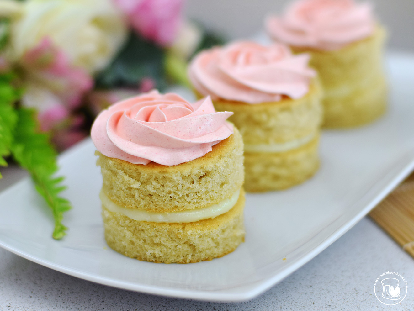 Minibolos naked cakes de leite ninho com nutella