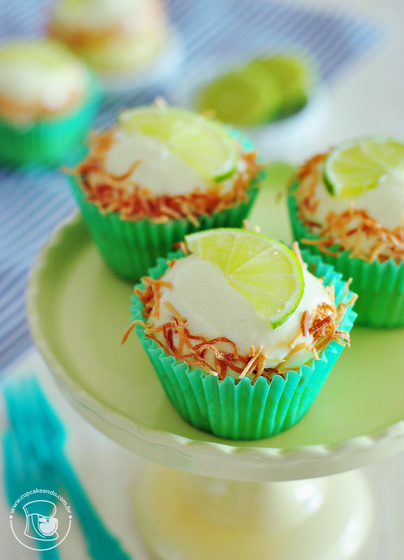 Cupcakes de limão e coco tostado