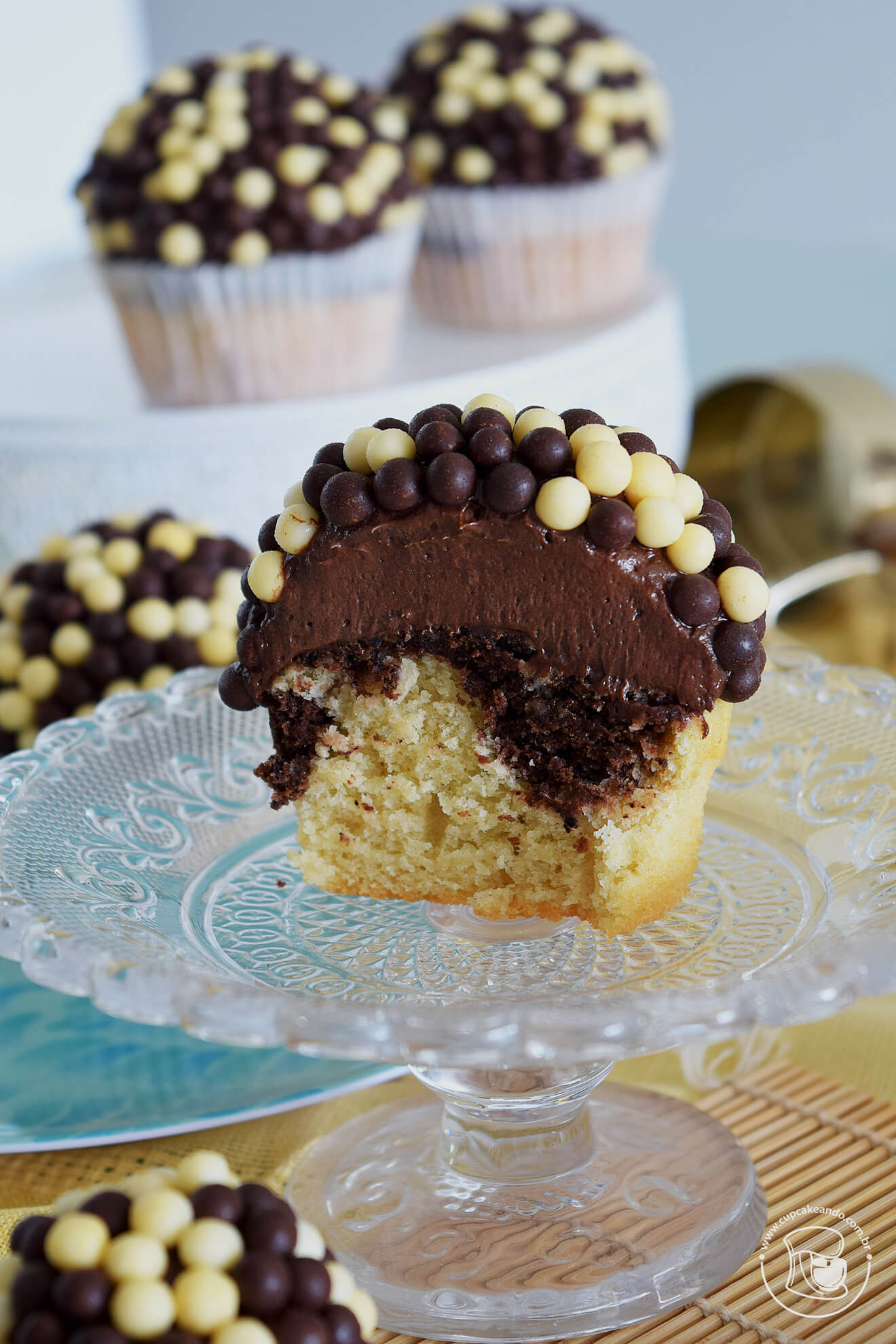 Cupcakes mesclados com cobertura de creamcheese de cacau