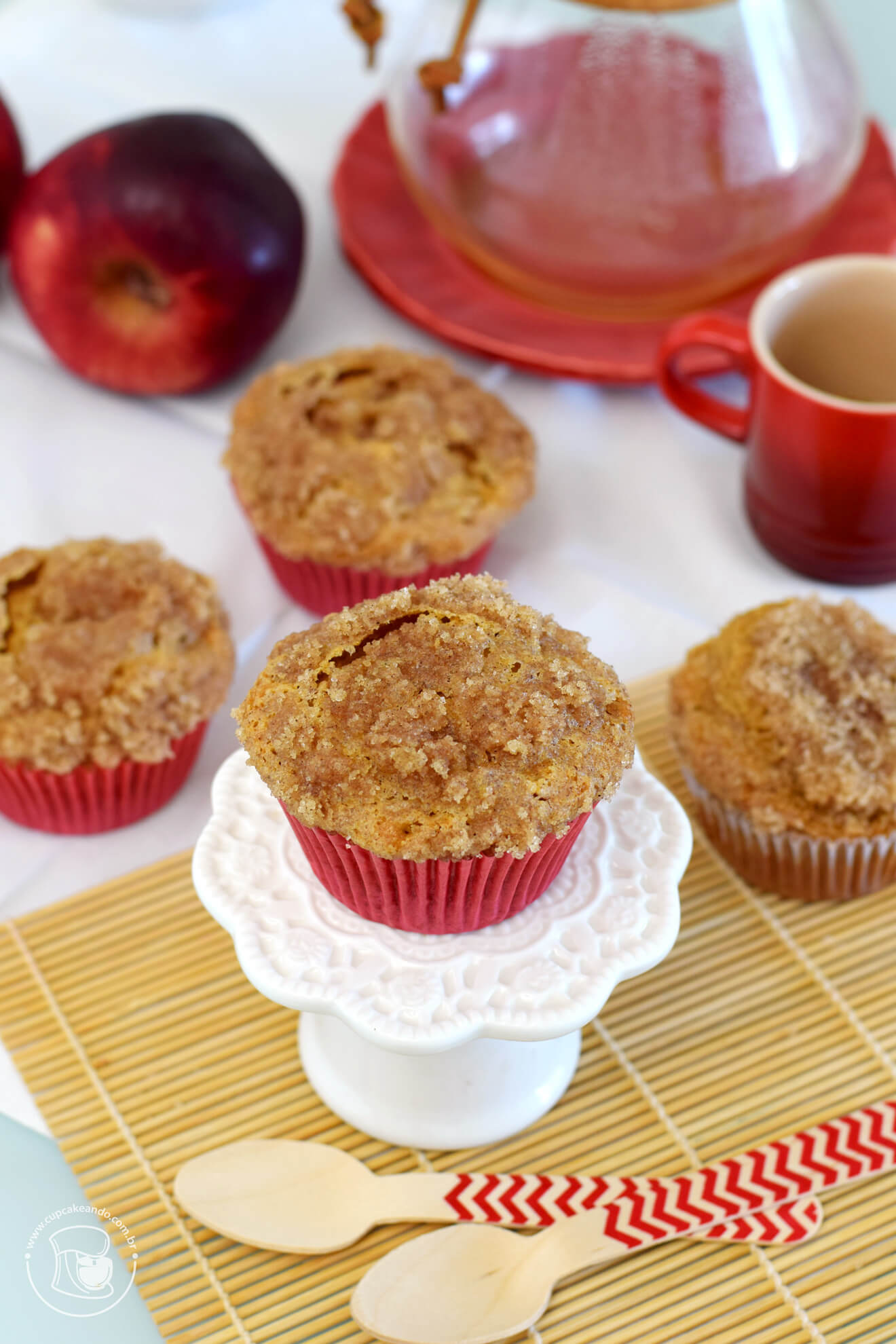 Cupcakes de maçã com crumble de canela