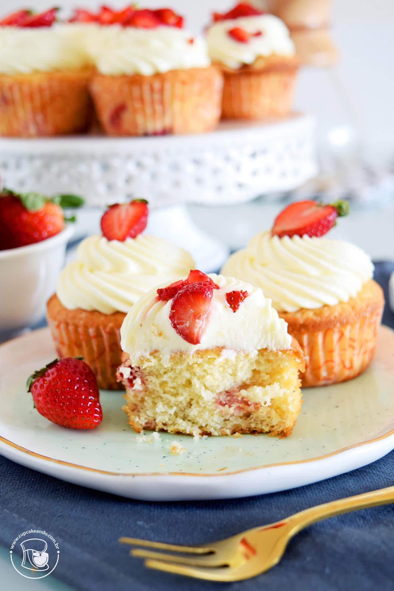 Cupcakes de morangos e iogurte